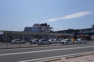 当店から見える青森駅の隣にある「ラビナ」1階にドラッグストアがあります。
